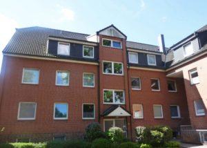 Schenefeld: 3 – Zimmer – Dachgeschosswohnung mit Sonnenbalkon