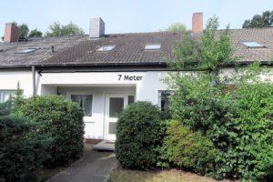 Hamburg-Osdorf: Mittelreihenhaus mit Renovierungsbedarf