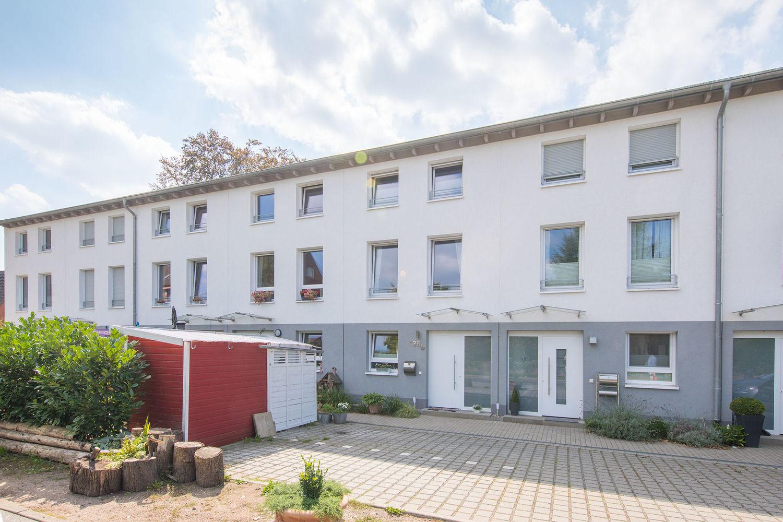 Halstenbek-Krupunder: Modernes familienfreundliches Reihenhaus an der Hamburger Stadtgrenze