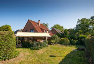 Pinneberg-Quellental: Haushälfte mit vielen Extras und einem wunderschönen Garten
