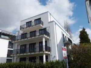 Groß Flottbek: Neubau-Wohnung auf zwei Ebenen mit Garten