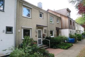 Hamburg-Sülldorf: Ruhig gelegenes 5-Zimmer Reihenhaus mit Modernisierungsbedarf in der Wittland-Siedlung